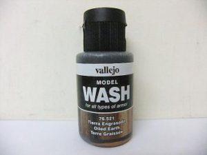 Vallejo Model Wash 35ml - Oiled Earth Wash